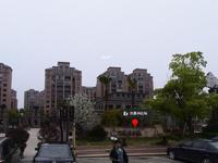 自在城115平方有车位,装修,楼层中,髟头间,价150万。