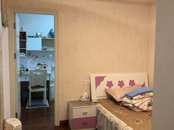 出售湖西花园3室2厅1卫83平米143万住宅