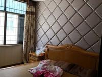 出售靖海路1.7幢4室2厅3卫200平米275万住宅
