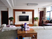 人民路5楼:183平方,4室2厅2卫,豪华装修,192万,国有出让。