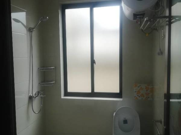 出售松竹新村2幢落地精装修5室2厅3卫200多平米168万住宅