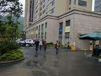 租售金山国际小区门口2间2层落地店面200平米208万商铺