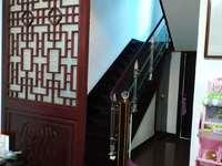 出售金桂路,2间3层半落地房新装修,198平方,298万地段好出路方便。宸园旁边