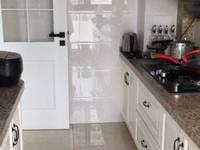凤凰城3室2厅1卫121平米精装修192.8万十车位住宅