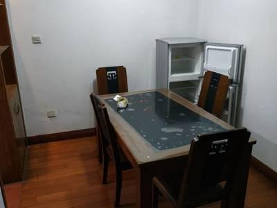 出租阳光小区2室1厅全实木装修