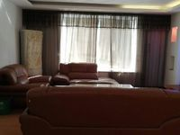 兴海家园5楼东灿:134平方,全装修,4室2厅2卫,有储藏室,158万。