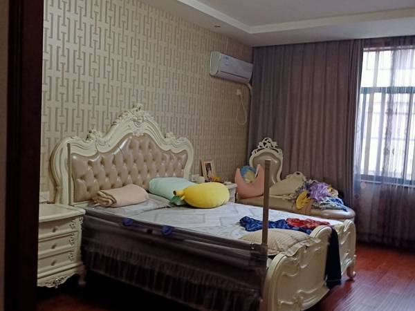 出售李杏小区2幢4层半320平米豪华装修397万住宅