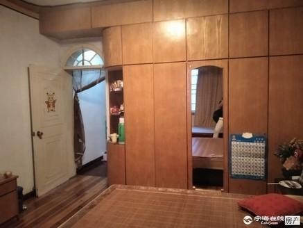 东海路1幢3层半3室2厅3卫102米180万住宅