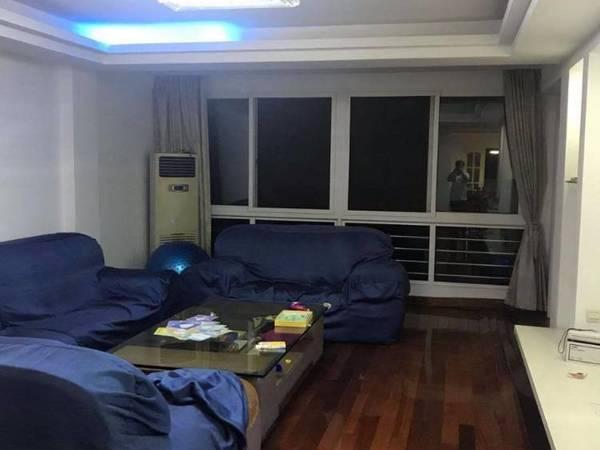 出售华山花园精装修4室2厅2卫160平米190万住宅