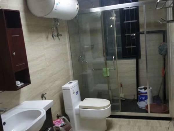 出售兴海家园送100平方大阳台4室2厅2卫154平米163万住宅