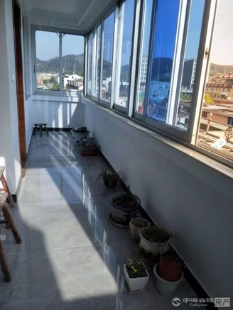 出信跃龙、城中、双校区、一休公园边`三个阳台十20平方储藏室