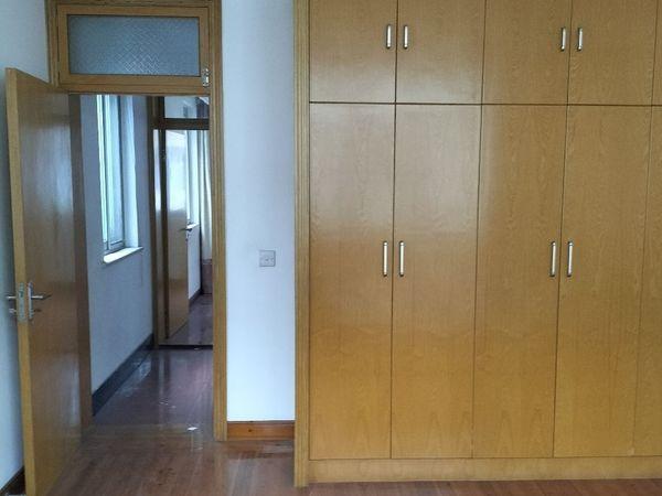 出租望海路4室2厅2卫家电25000一年